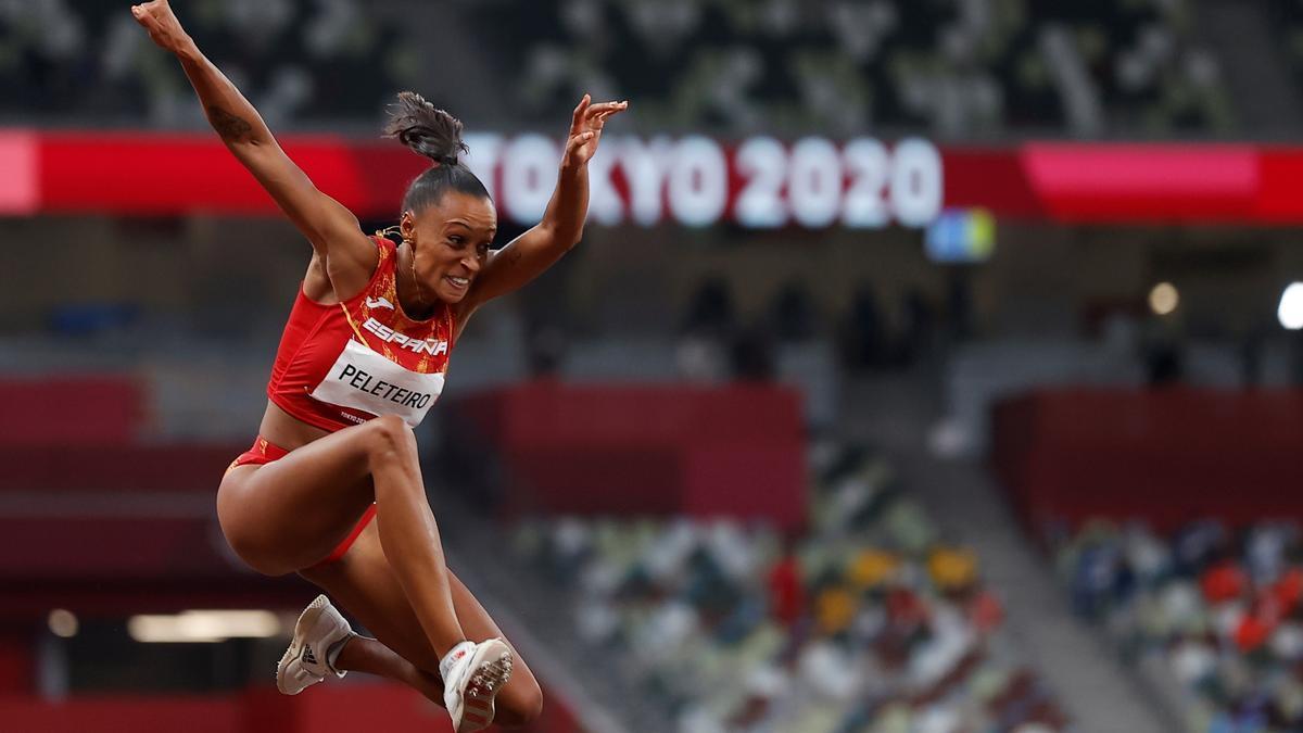Ana Peleteiro busca la medalla en el tripe salto.