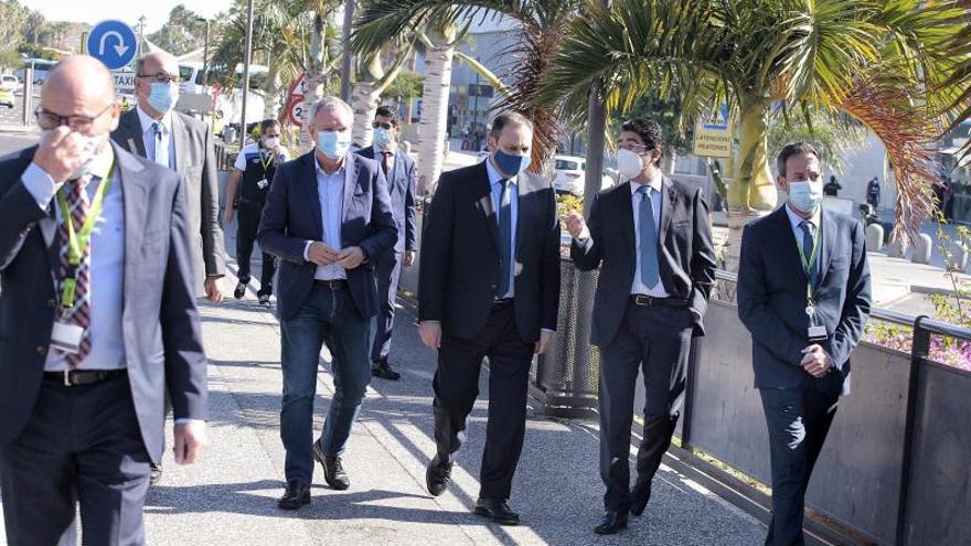 El ministro Ábalos supervisa las obras de ampliación del aeropuerto Tenerife Sur