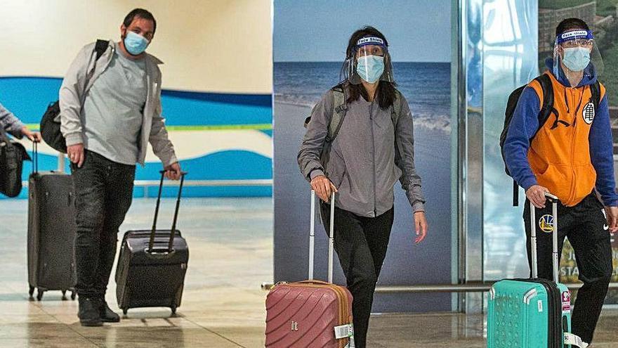 El aeropuerto de Alicante-Elche recobra el pulso con 28 vuelos pero con la mitad del pasaje
