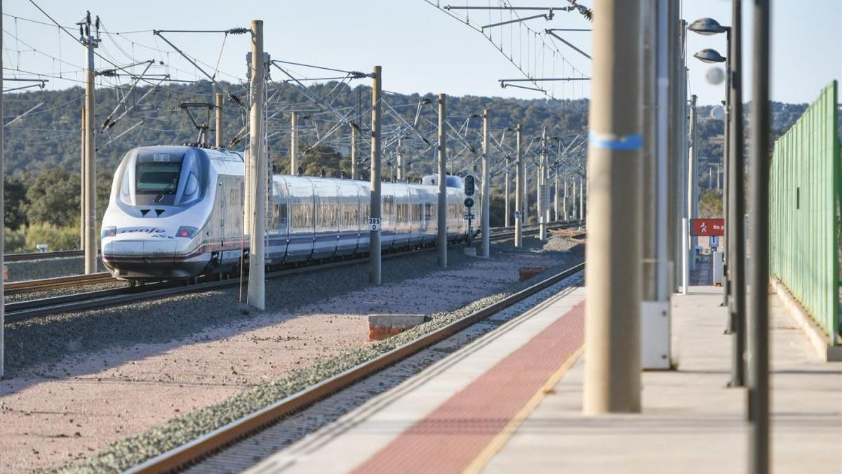 Demandan que se repongan los trenes suprimidos en la estación de Villanueva de Córdoba