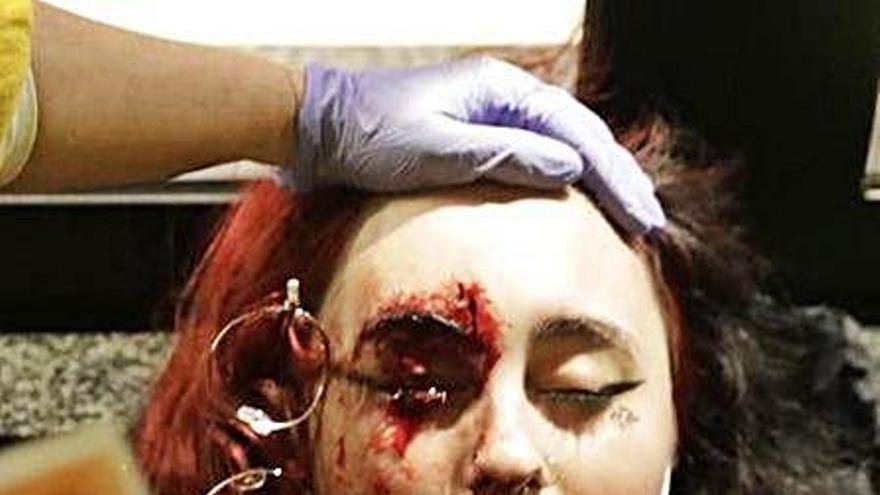 La jove que va perdre un ull denuncia el mosso que va disparar