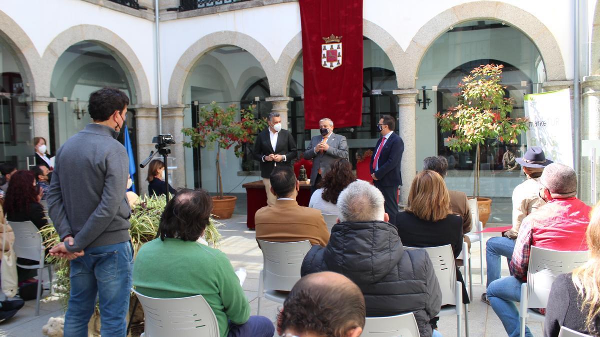 Acto que tuvo lugar ayer para la firma del acuerdo para la puesta en marcha del Plan de Marketing Turístico.