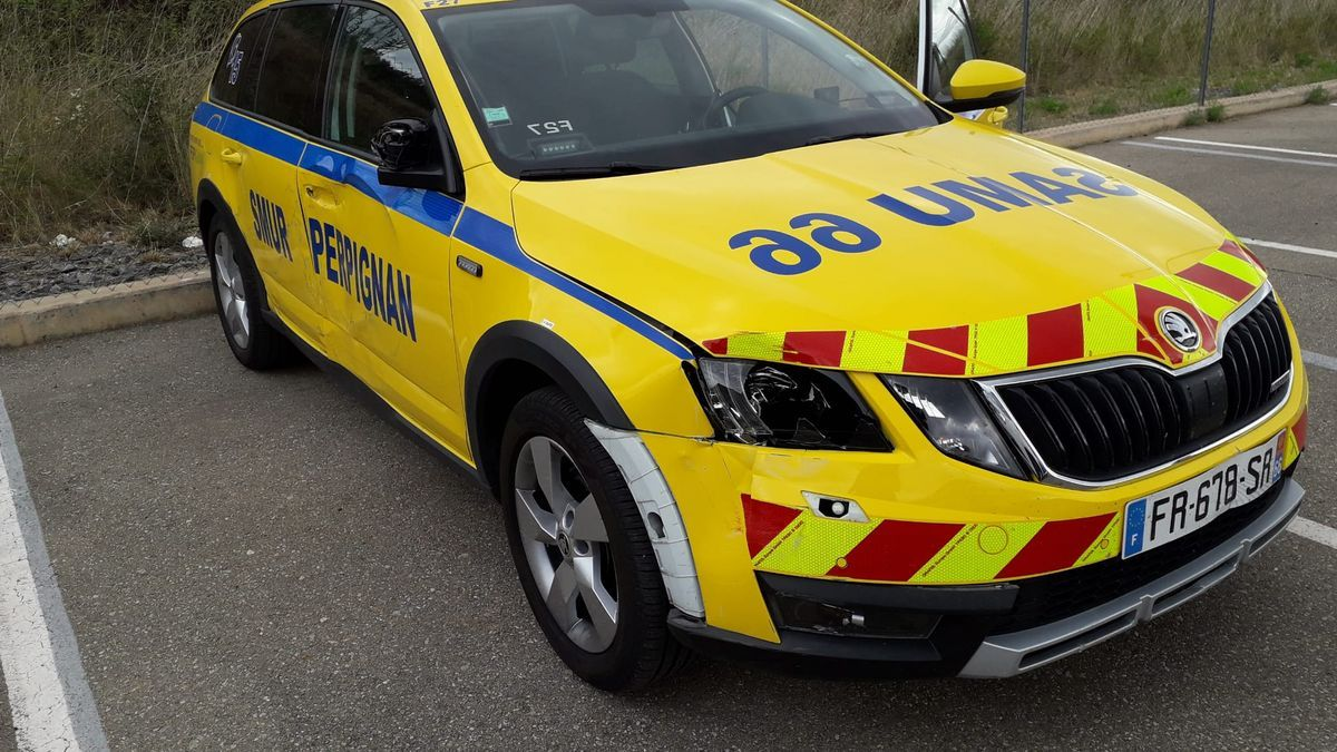 L'ambulància robada a Perpinyà que ha aparegut aparcada a la Jonquera