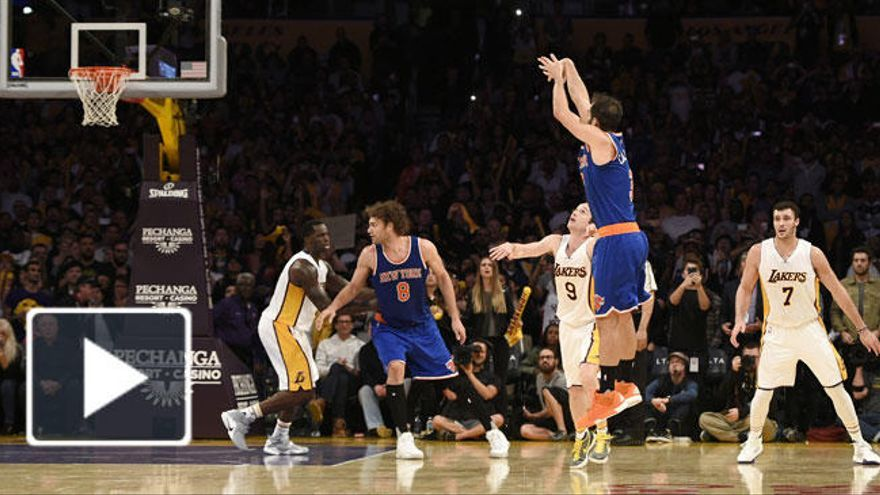 Calderón rompe a los Lakers con un triple que no celebró