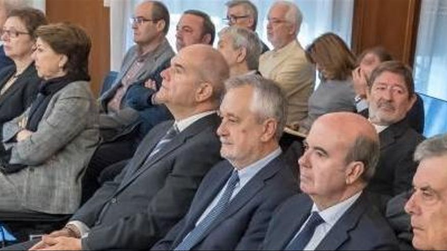 Chaves i Griñán ja seuen al banc dels acusats en el judici dels ERO