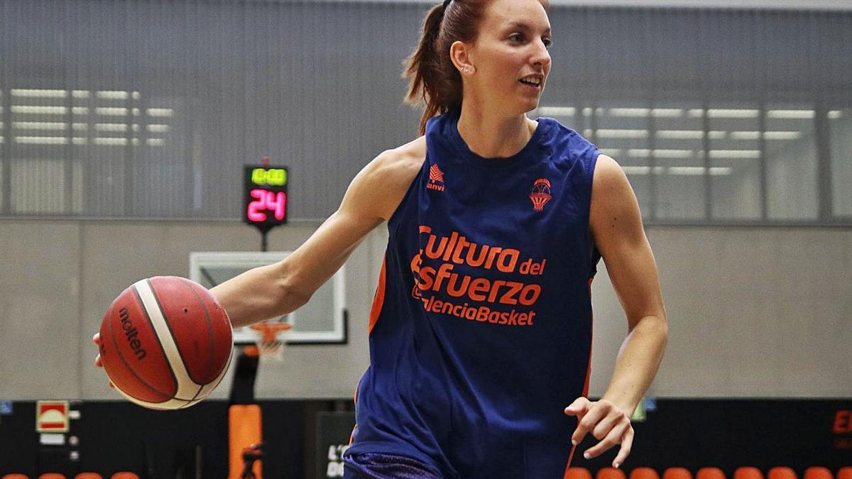 Laura Gil, en un entrenamiento esta semana para preparar el partido ante Cadí La Seu.