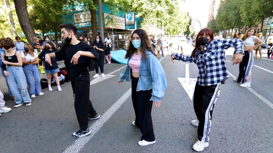 Así disfrutan los murcianos de la Gran Vía peatonal los domingos