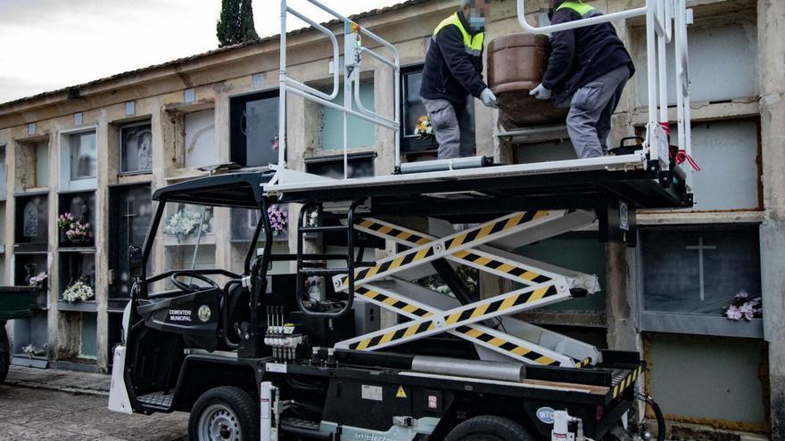 El Ayuntamiento de Alcoy inicia la exhumación de 168 nichos del cementerio por su deterioro