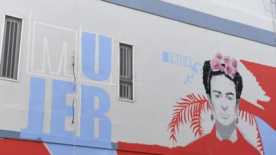 Un mural en la nueva plaza de Las Lagunetas rinde homenaje a las mujeres