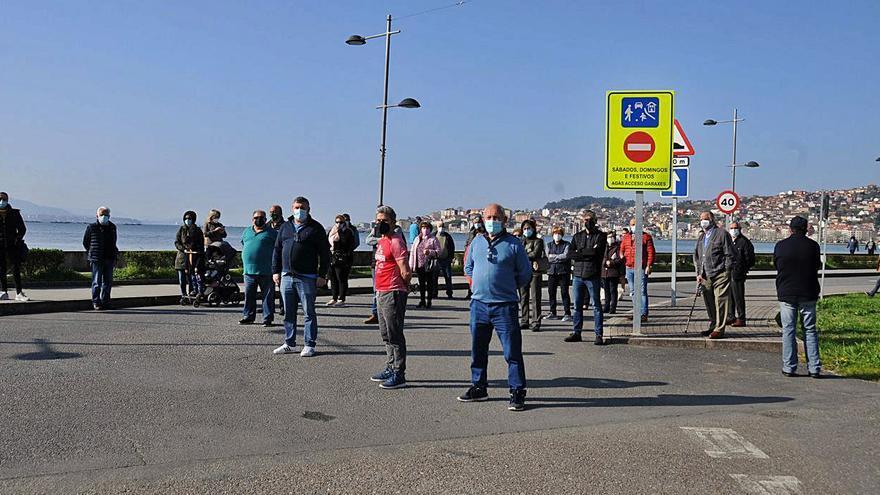 Colectivos de Meira se unen para exigir el fin de las limitaciones al tráfico en la salida de Samertolaméu
