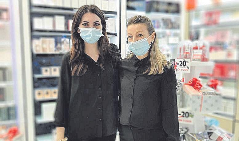 Nuria Sánchez y Detelina Penova, de la perfumería Xarig.