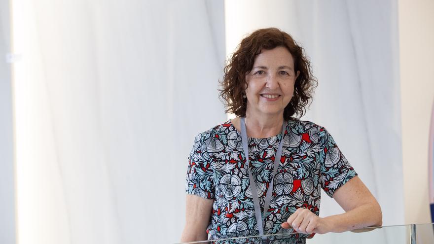 Rosario Menéndez, neumóloga: «Cada vez tenemos más armas contra el covid»