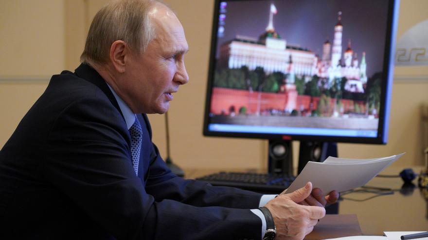 Macron y Merkel evalúan con Putin una posible colaboración sobre la vacuna Sputnik V