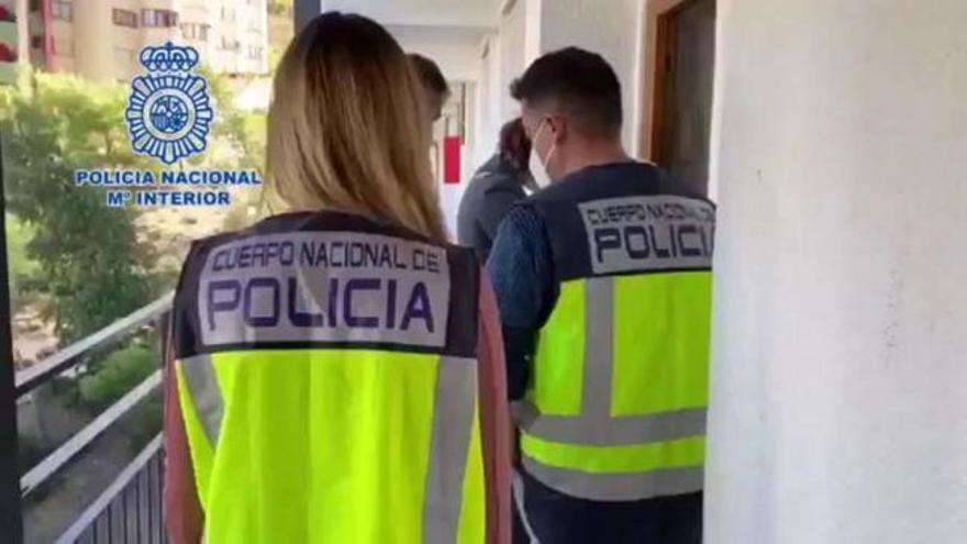 Cuatro detenidos en Benidorm por estafar más de un millón de euros por internet