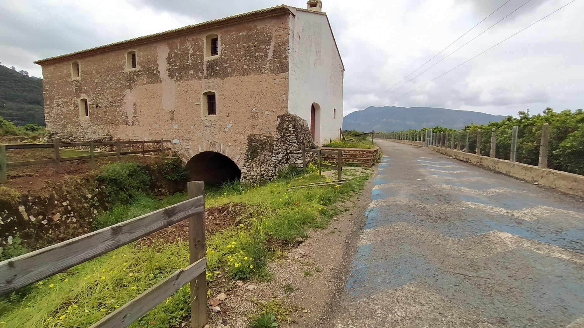 Exterior del Molí del Pla de Tavernes