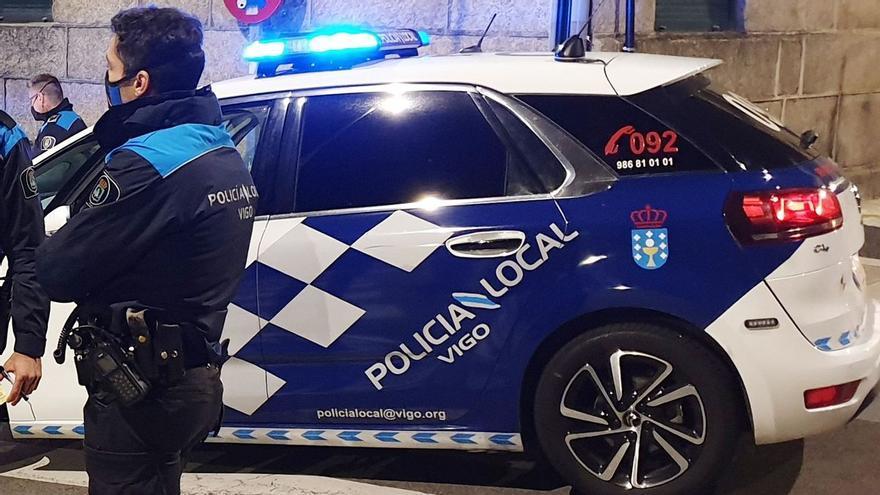 Agrede a su pareja en Vigo y la rocía con una manguera delante de la policía