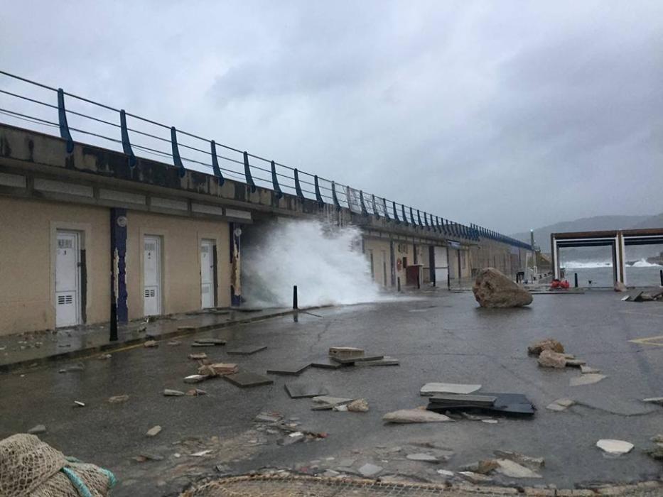 Im Hafen von Cala Ratjada beschädigten die Wellen den Damm.