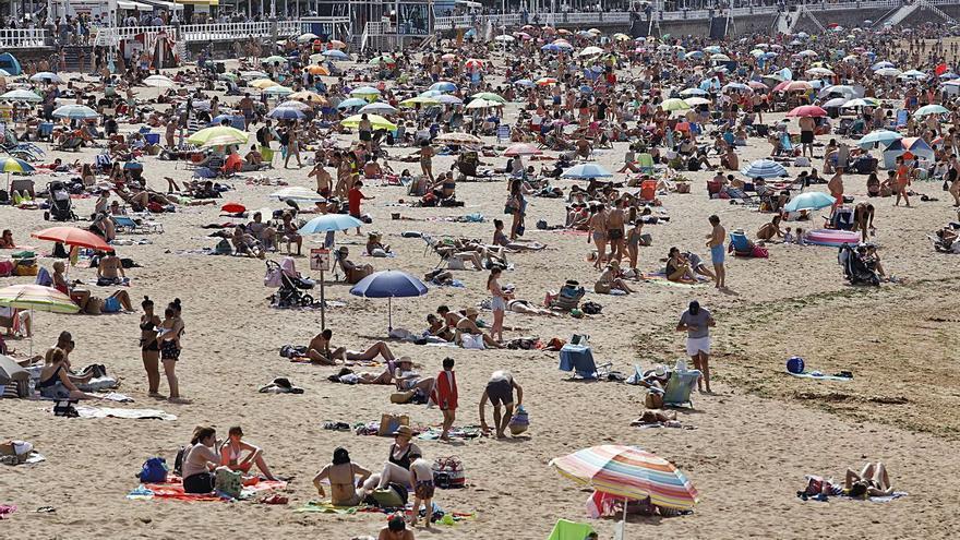 """Los hosteleros, hartos de que las predicciones del tiempo fallen: """"Dañan la imagen de Asturias"""""""