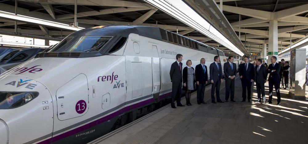 Instante de la llegada del nuevo AVE Madrid-Castelló a València.