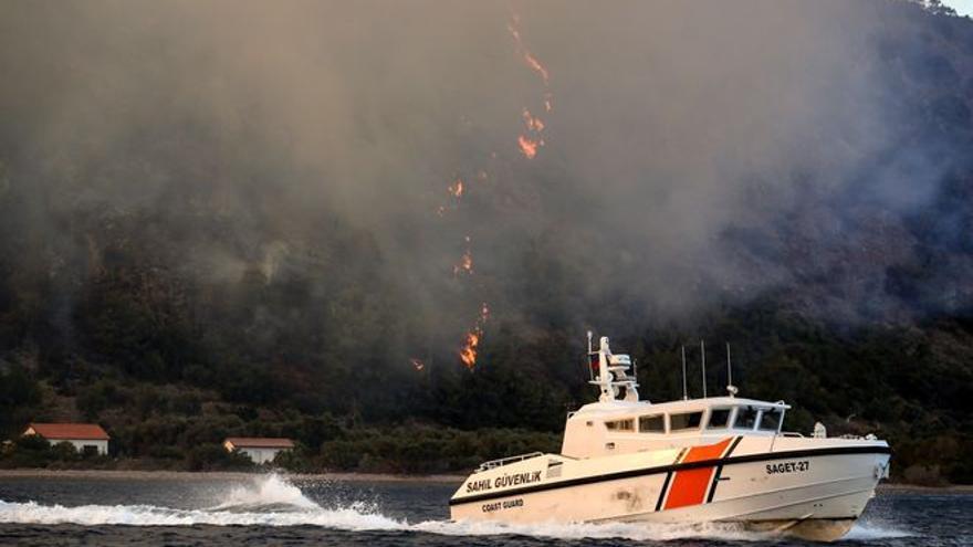 Ola de calor e incendios a orillas del Mediterráneo oriental