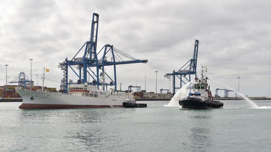Japón estrena en el Puerto el nuevo barco atunero de su flota pesquera