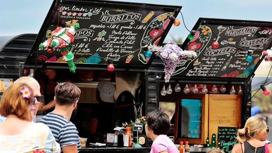 Los 'food trucks' podrán colocar mesas, sillas y sombrillas