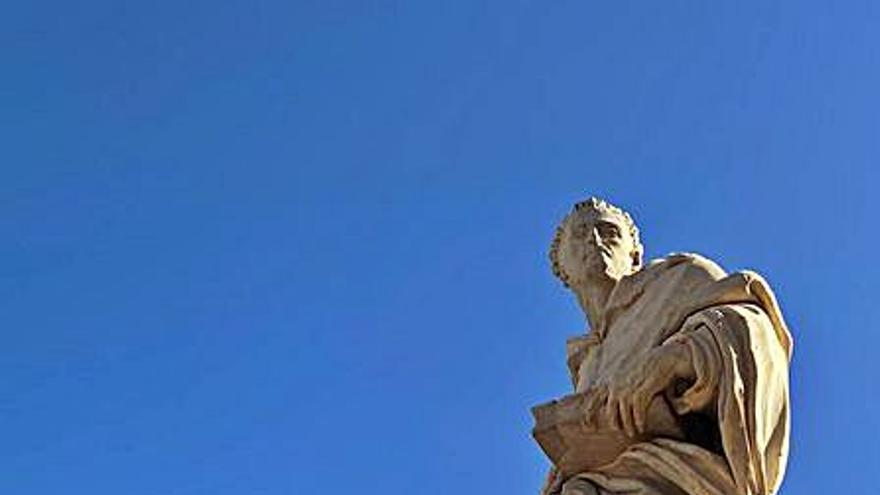 San Luis Bertrán ya luce completo tras recuperarse los dedos amputados en un acto vandálico