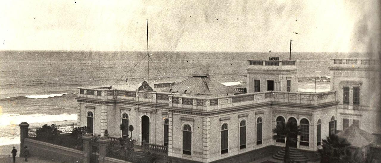 Exterior del Club Inglés de Las Palmas de Gran Canaria en la década de 1920.     FEDAC
