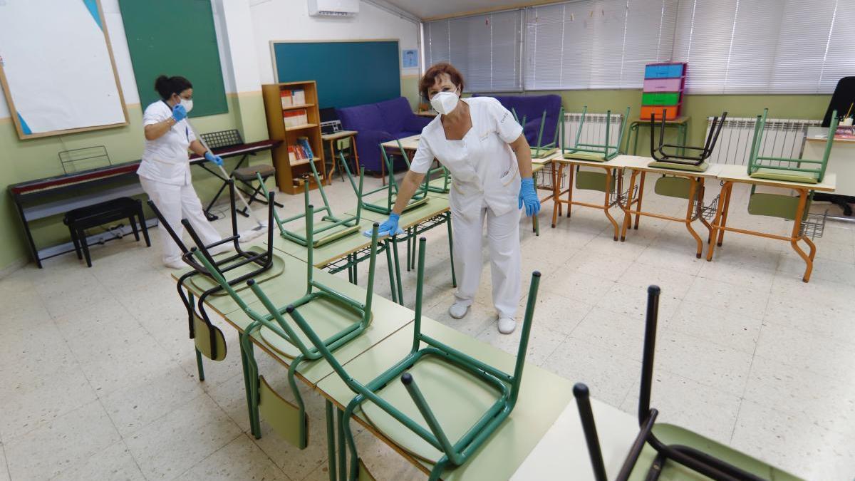 Refuerzan la limpieza de colegios con 232 horas más al día
