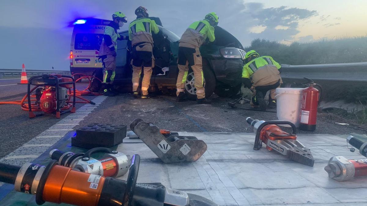Dos personas heridas en un choque frontal contra un tráiler en la AP2, en Huesca