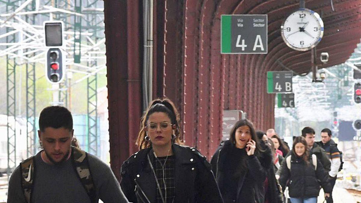 Viajeros en la estación de A Coruña.