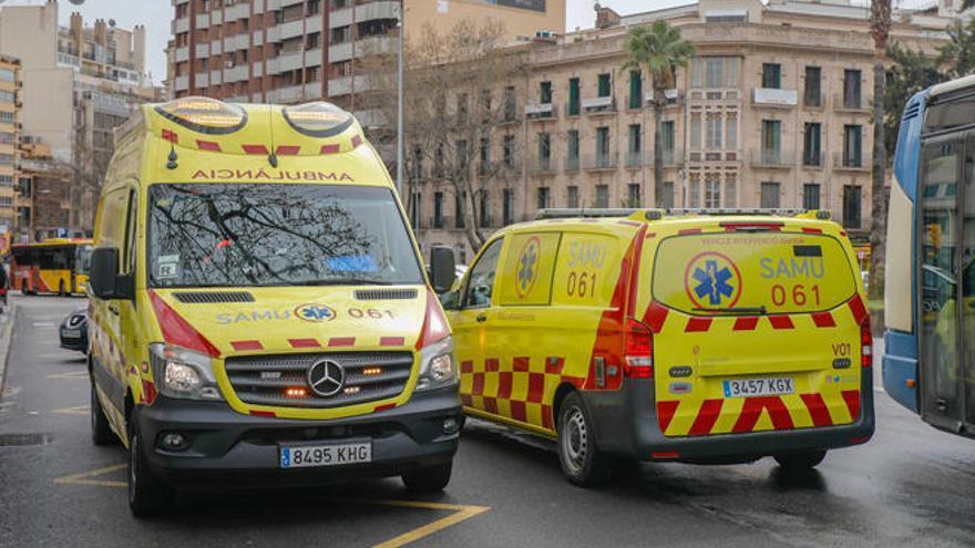 Un paciente ataca a dos técnicos del 061 en Son Cladera