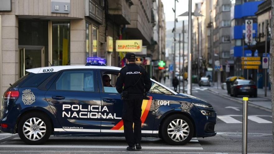 Dos detenidos en Pontevedra por agredir a un policía tras ser requeridos para que se pusieran la mascarilla