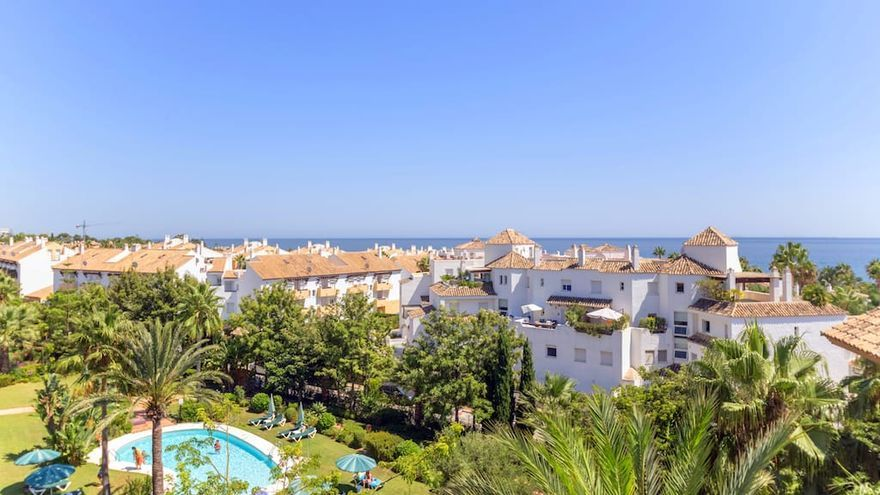 Hallan sin vida a una mujer en una piscina de Marbella