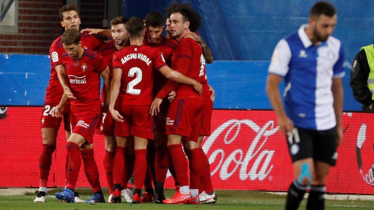 Los jugadores del Osasuna celebran un gol ante el Alavés.