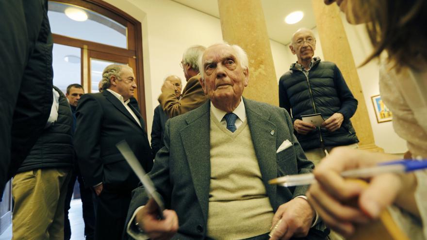 Fallece Santos Muñoz, una institución en Oviedo, gran valedor de la SOF y la Balesquida