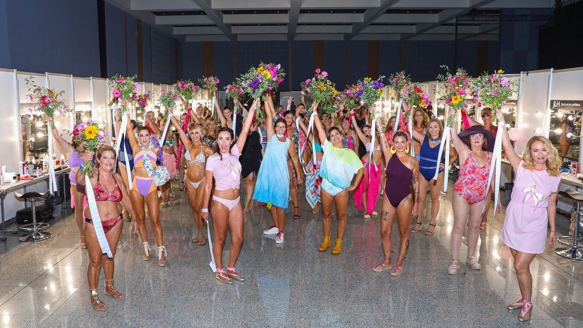 Fiesta final del desfile benéfico por el cáncer de mama, dentro del marco de acciones especiales de Gran Canaria Swim Week by Moda Cálida.