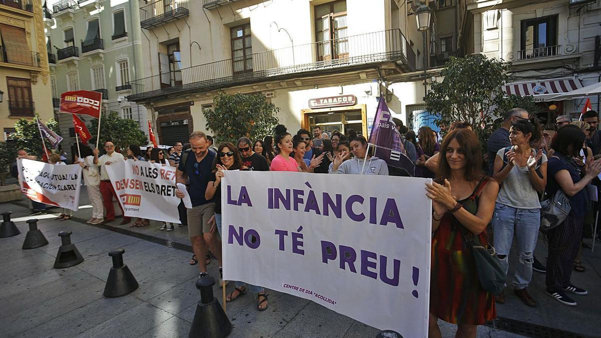 Protestas del sector de la infancia en 2019 por impagos acumulados. | EDUARDO RIPOLL
