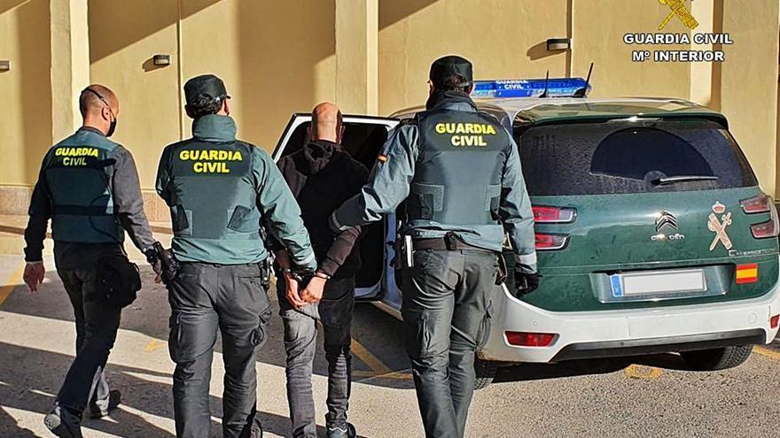 Detenido por ayudar a turistas a aparcar en Xàbia  y Benitatxell para robarles