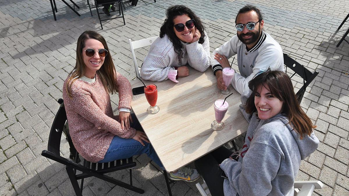 Un grupo de cuatro personas,en una terraza de Murcia,ayer.