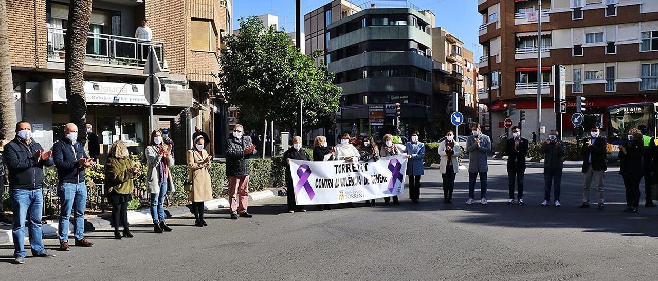 Acto institucional por el día internacional en la ciudad de Torrent, organizado por el ayuntamiento.   A.T.