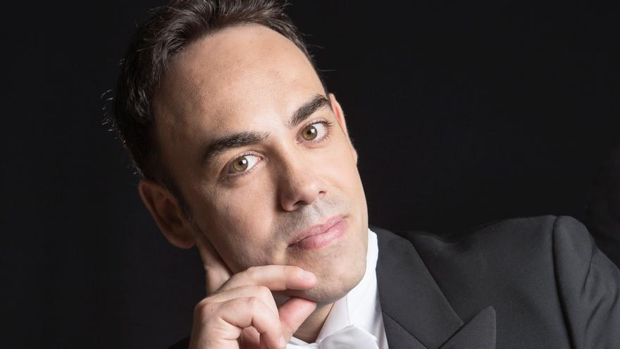Antoni Lliteres, el tenor del confinamiento en Palma, actúa por primera vez en Ibiza