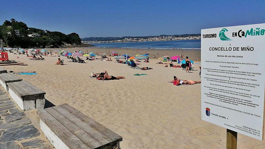 Miño tramita su primera ordenanza de playas, con multas por 'botellones' y reservar espacios