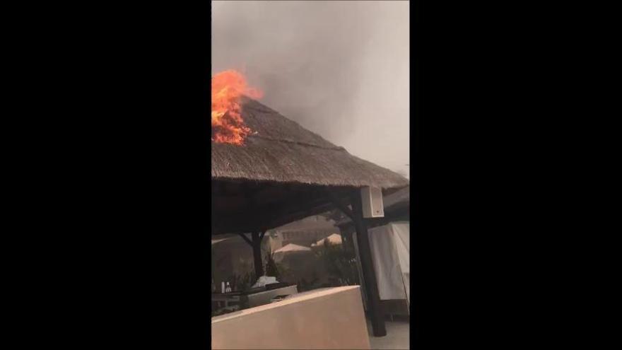 Estabilizado el incendio en Estepona que ha calcinado locales turísticos