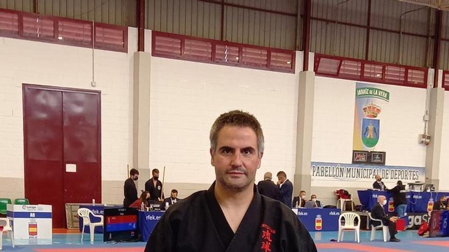 Andrés López, del Club Tode de Arriondas, doble medallista en el Nacional de Kárate