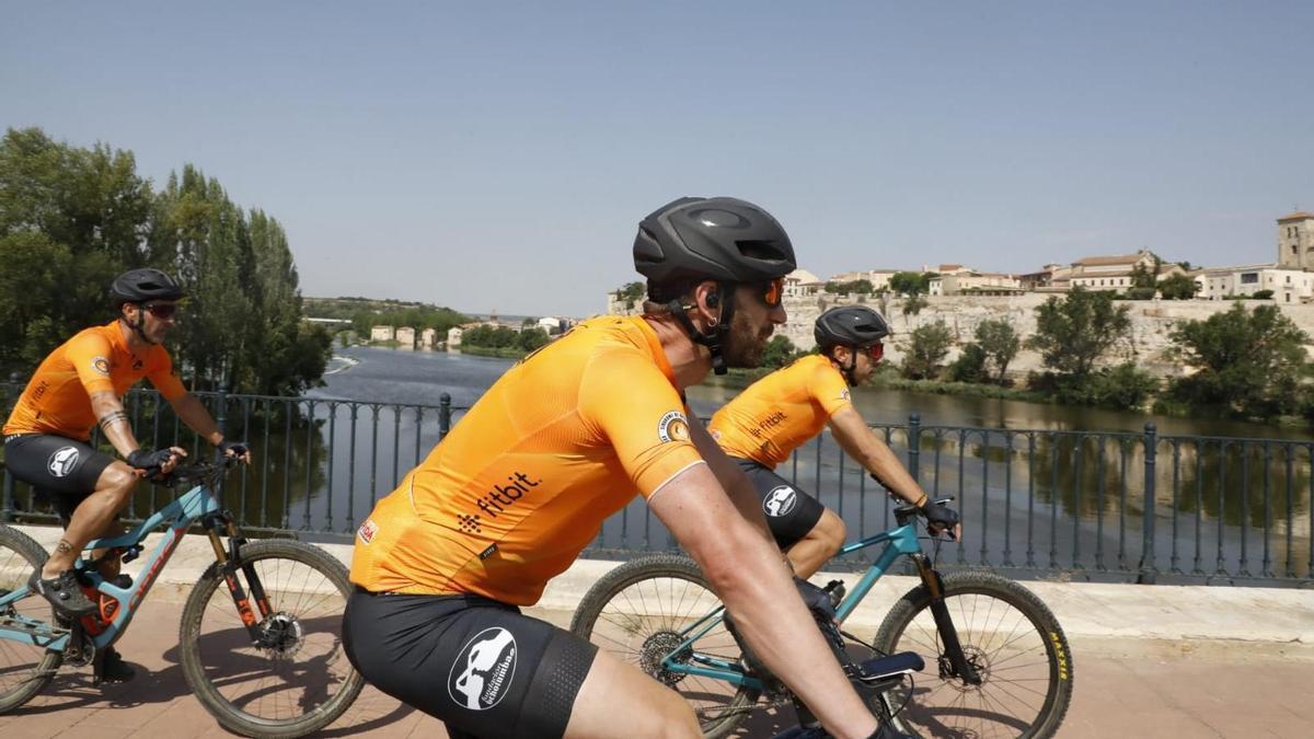 Rovira, a su llegada a Zamora por el Puente de Piedra.