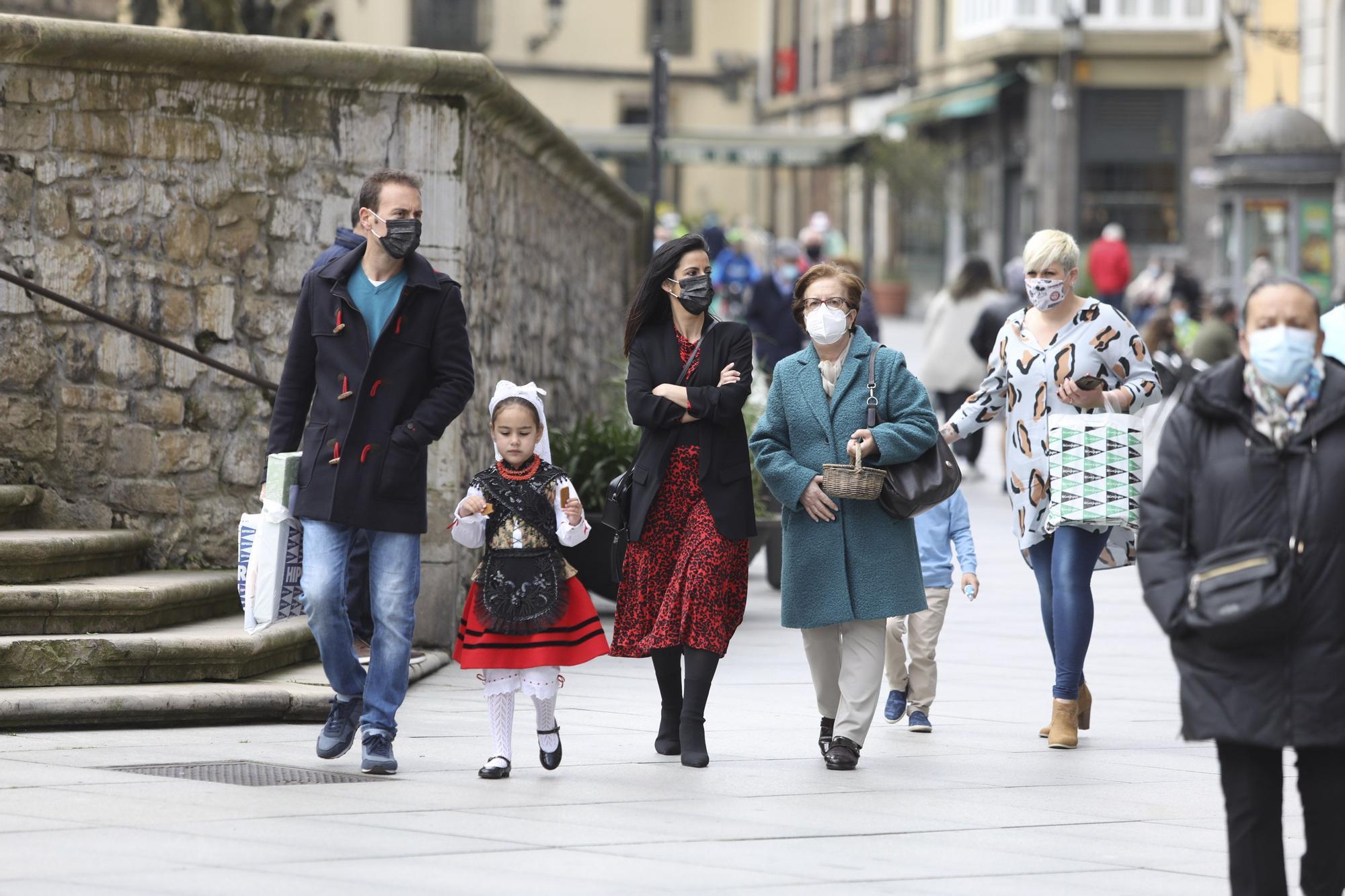 En imágenes: ambiente del día del bollo en Avilés