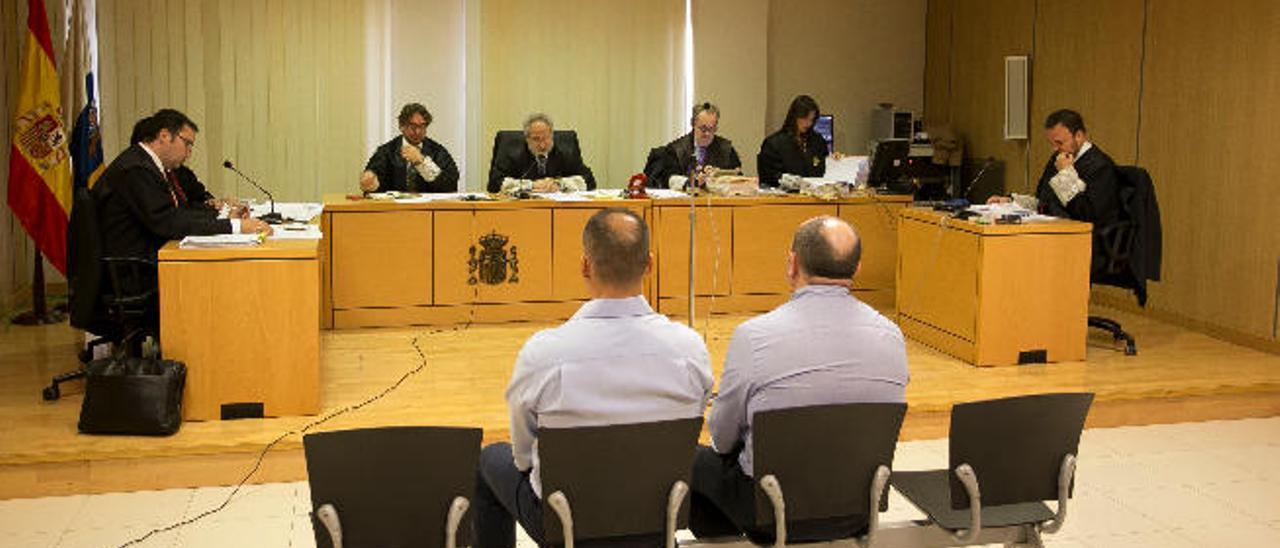 La Audiencia Provincial condena a dos agentes de policía a siete años de cárcel