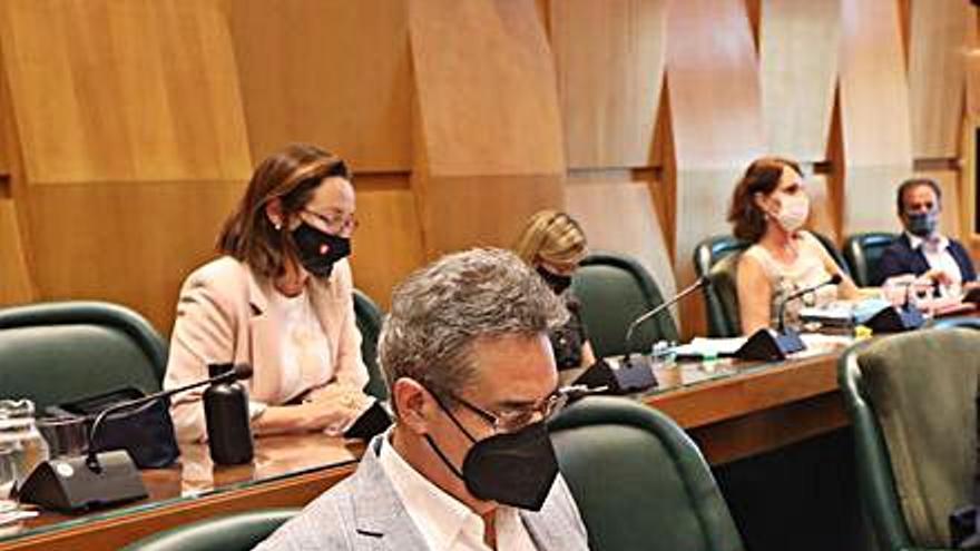 Vox tilda de «decepcionantes» los dos años de Azcón como alcalde