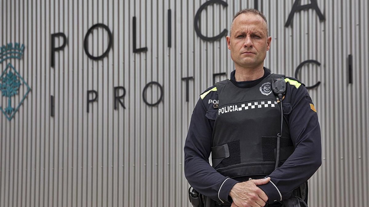 L'agent de la Policia Local de Lloret de Mar Jordi Fulladosa, aquesta setmana, a la seva comissaria